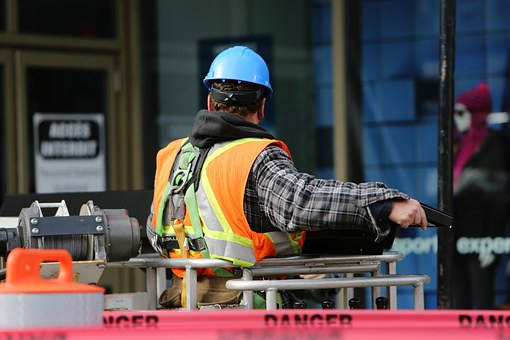 When to Call a Workers' Comp Lawyer